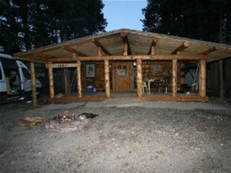 trapper cabin  rustic log cabin   beartooth