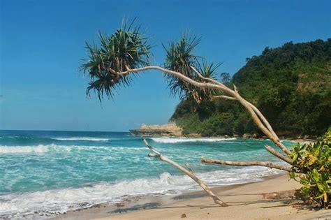 pantai sanggar tempat wisata  elok  asri