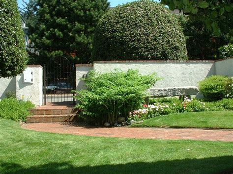 stucco fence ideas 17 best images about retaining walls on pinterest stucco exterior gardens and stucco walls