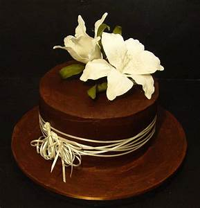 Beautiful white flowers and raffia on this brown fondant ...