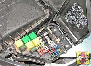 Rover 75  1999 - 2005  2 0 Cdt - Fusebox And Diagnostic Socket Locations