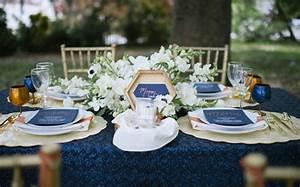 Deco Mariage Bleu Marine : un mariage l gant en bleu et or shake my blog ~ Teatrodelosmanantiales.com Idées de Décoration