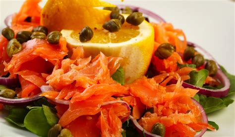 Receptes.lv - Kūpināta laša salāti