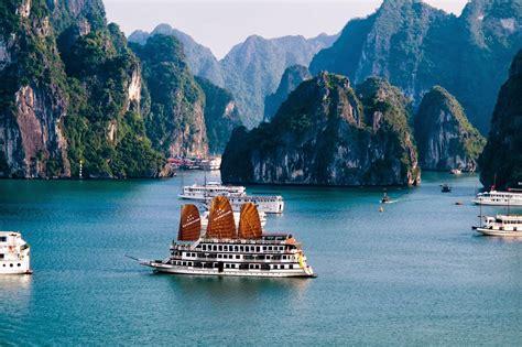 halong bay vietnam  beautiful bay   world