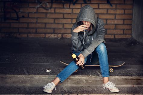 bipolar teens  greater risk  drug  alcohol