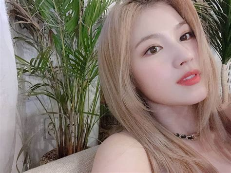twices   gorgeous     ig selfies kpopthing