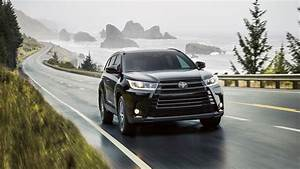 How many airbags in 2017 Toyota Highlander Safety features and score