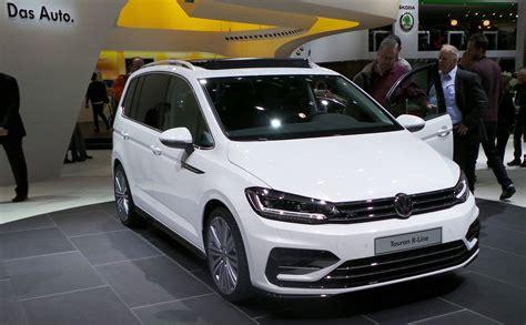 Premier Contact Volkswagen Touran 2015