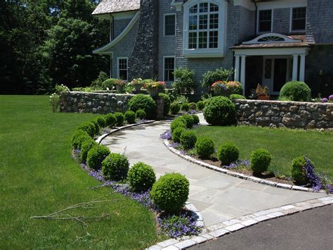 front sidewalk landscaping boxwood lined front walkway ideas google search front walkway pinterest walkways front