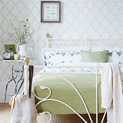 Vintage Bedroom Ideas For Small Rooms by Small Bedroom Ideas How To Decorate A Small Bedroom
