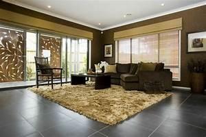 Teppich Im Wohnzimmer : wohnzimmer fliesen 86 beispiele warum sie den wohnzimmerboden mit fliesen verlegen ~ Frokenaadalensverden.com Haus und Dekorationen