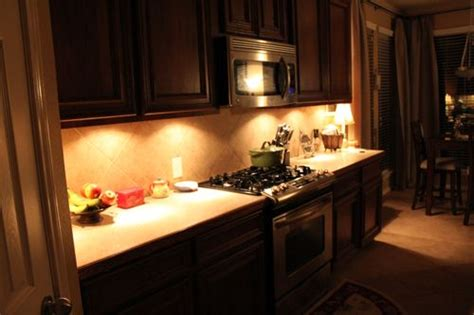 Cabinet Accent Lighting Ideas by Cheap And Easy Cabinet Lighting We Need To Look