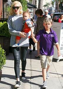 Hey baby! Gwen Stefani takes her three sons on a shopping ...