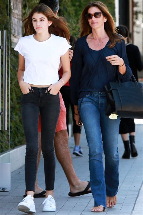 cuisine color馥 kaia gerber and 39 s twinning shopping outing instyle com