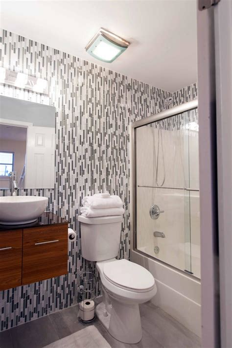 Small Bathrooms by 20 Small Bathroom Before And Afters Hgtv