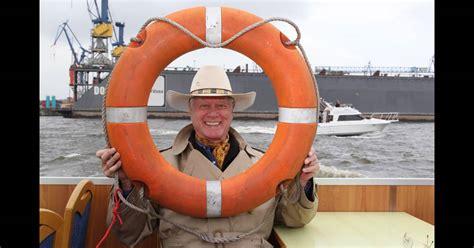Au québecsamyse a été diffusée à partir du 7 septembre sur le réseau tva. Larry Hagman, héros de Dallas, nous rejoue La croisière s'amuse - Purepeople