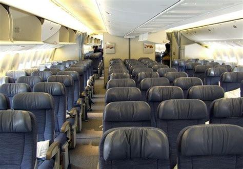 interieur d un boeing 777 boeing livre le 1 000e b777 avia news