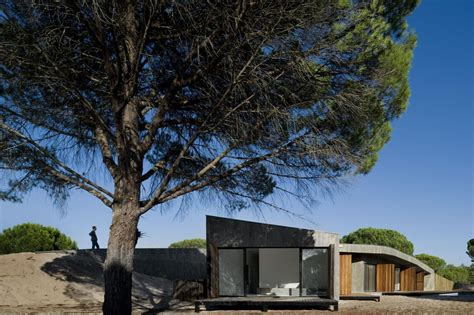 "Casa Monte ""Dune House"" / Pereira Miguel Arquitectos"