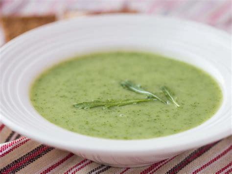 cuisiner fanes de radis soupe aux fanes de radis recette de soupe aux fanes de