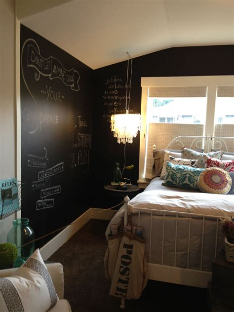 Bedroom Wall Writing Ideas by This Would Be A Bedroom Favorite Places