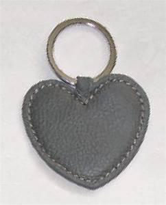 Porte Clé Coeur : porte cl s 39 coeur 39 en cuir gris photo de v porte cl s en cuir tissu pour homme et femme ~ Teatrodelosmanantiales.com Idées de Décoration