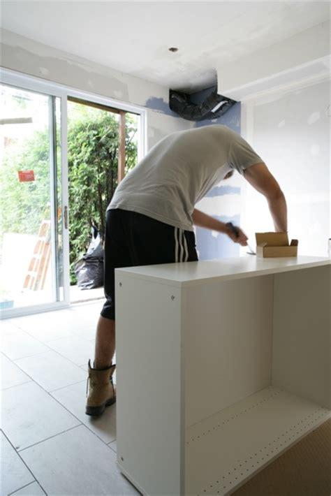 monter une cuisine ikea ma saga des rénos la cuisine semaine 3 les armoires et