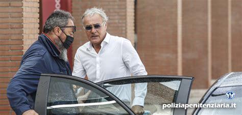 A confermarlo è stato il diretto interessato e noi ve lo abbiamo comunicato oggi pomeriggio. Massimo Giletti sotto scorta per aver indagato sulle ...