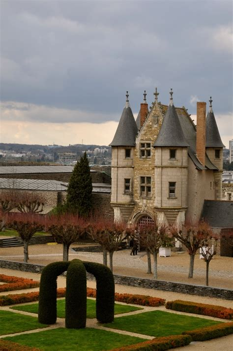 bureau vall angers 25 best ideas about chateau angers on chateau