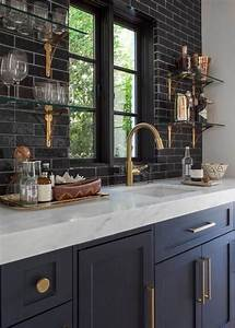 33 masculine kitchen furniture ideas that catch an eye for Kitchen cabinet trends 2018 combined with papier imprime