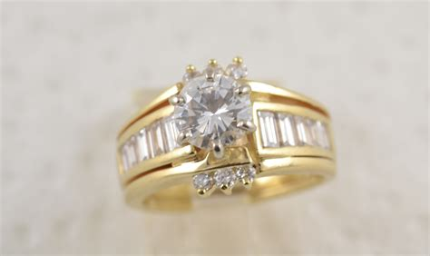 Round Diamond With Baguettes Best Jewelry Stores Jacksonville Fl Top In Us Homemade Jewellery Cleaner Recipe Treasure Louisville Ky Photography At Home Downtown Los Angeles Box Yellow Gold