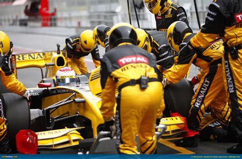 Pit Crew by 求f1赛车进站维修时 正面的高清大图素材 百度知道