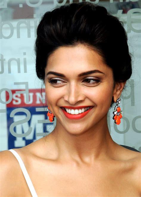 Rekha Akshay Are Bollywoods Best Dressed People Deepika