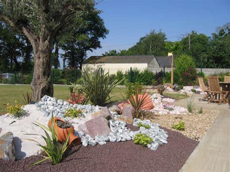 parterre avec cailloux jardin de rocaille zen idees
