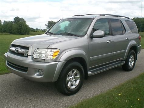 Sell Used 2005 Toyota Sequoia Sr5 4x4 Suv 4.7l V-8 Nice