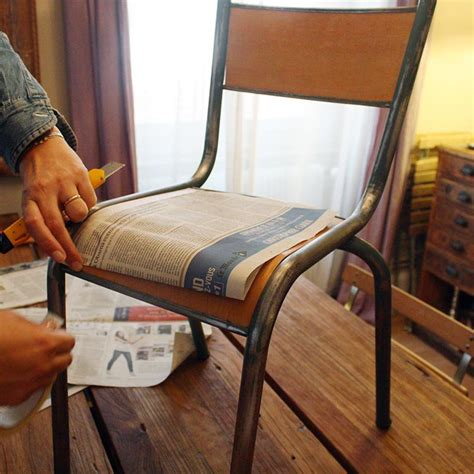 comment restaurer une chaise en bois rénover une chaise d écolier
