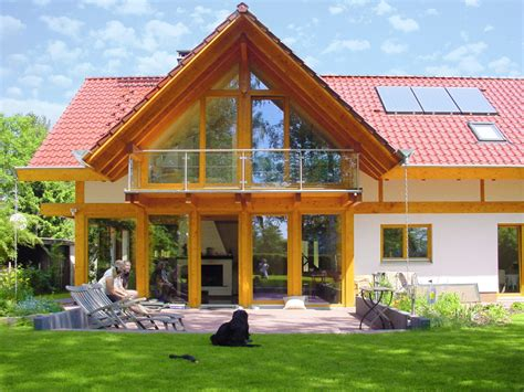 Moderne Häuser Mit Holzfenster by Modernes Landhaus Mit Rotem Ziegeldach Concentus