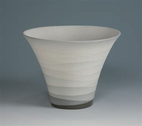 monochrome vessels  ceramic artist yoshitaka tsuruta oen