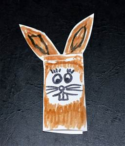 Fingerpuppe Osterhase aus Papier basteln zu Ostern