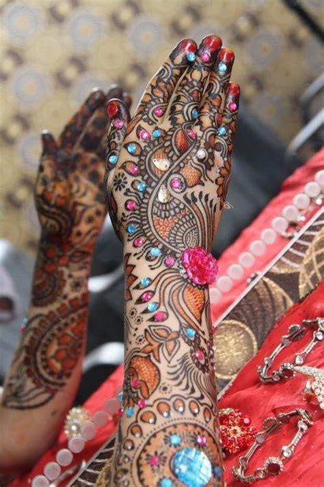women fashion trend bridal mehndi designs