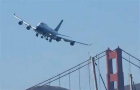 Jumbo jet's low fly-by over San Fransisco during airshow ...