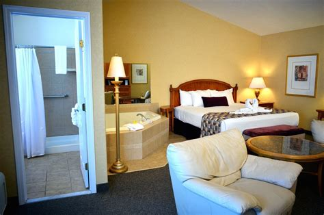 new york hotel with tub bungalows with jetted spa tub the honeymoon suite