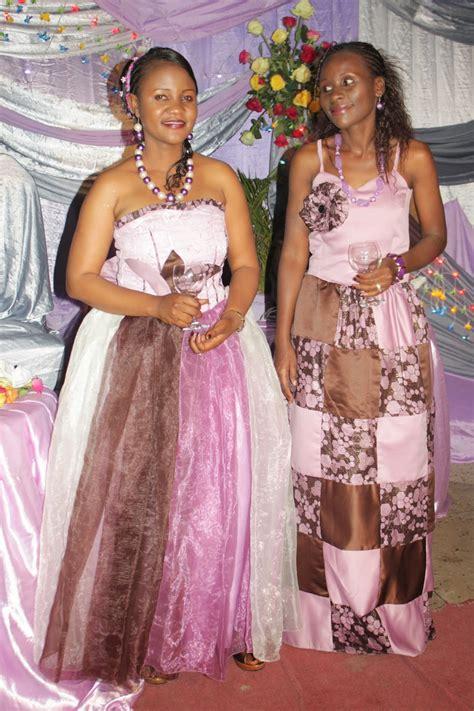 mama jj fashion tunashona na kubuni mitindo mbalimbali ya