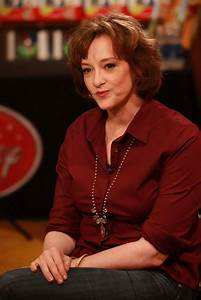 Joan Cusack Unveils Disney Store's Jessie Doll to ...