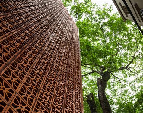 Showroom Nanoco In Hanoi by Vo Trong Nghia Stacks Terracotta Brick Fa 231 Ade For