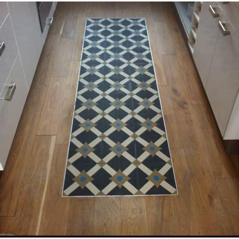 grand tapis de cuisine d mood quand le parquet et le carrelage font bon ménage