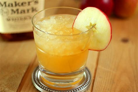 fall alcoholic drinks 12 festive fall cocktails you need to try this season the town dish