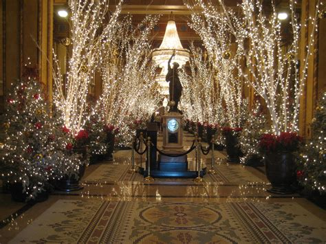 The Roosevelt Hotel New Orleans Christmas Decorations by File Rooseveltlobbymysteryladyclocklightsnola2009 Jpg