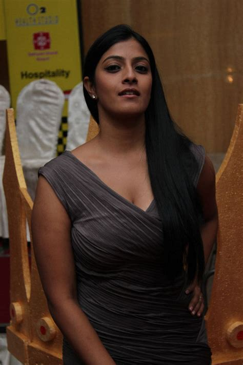 Sexy Hotwhd Varalakshmi Sarathkumar New Hot Stills