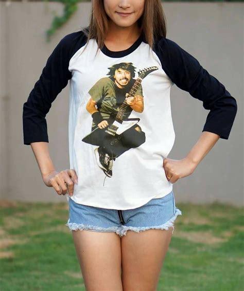 ป กพ นโดย maeying ใน dave grohl shirt foo fighters shirts