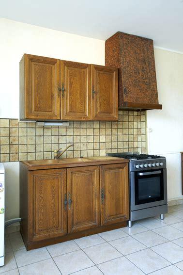 peindre des meubles de cuisine la peinture pour meuble de cuisine qui ne cache pas le bois